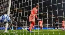برشلونة يعود بالتعادل من أرض انتر ويبلغ دور الـ16