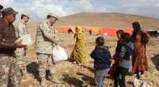 توزيع مساعدات للأسر المتضررة من السيول في أذرح