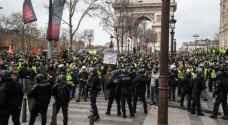 """32 ألفا من """"السترات الصفر"""" يتظاهرون في فرنسا ومواجهات مع قوات الأمن"""