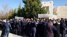 اعتصام المتقاعدين العسكريين في دابوق وسط تواجد أمني كثيف - صور