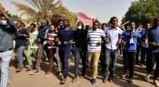 متظاهرون يشتبكون مع الشرطة في السودان