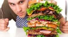 لماذا يمكن للبعض تناول ما يحلو لهم دون اكتساب الوزن؟