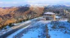 شاهد الثلوج على المرتفعات الجبلية العالية الجنوبية من المملكة - فيديو وصور
