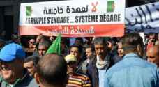 الشرطة الجزائرية تطلق الغاز المسيل للدموع على المتظاهرين