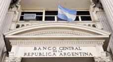 الأرجنتين ترفع الفائدة بشكل حاد لوقف هبوط البيزو