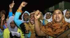 بعد عفو  الرئيس السوداني.. جلد محتجات وحبسهن