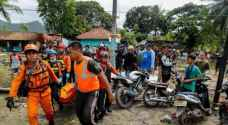 مصرع 42 شخصا في فيضانات شرقي إندونيسيا