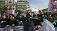 الآلاف يتظاهرون وسط الجزائر.. والضغط مستمر على بوتفليقة