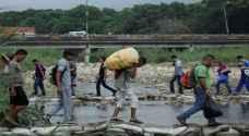 كولومبيا تحذر مادورو من آثار نزوح مواطنيه إلى أراضيها