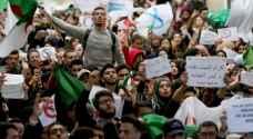 عودة المحتجين إلى شوارع الجزائر وتقارير عن إقالة رئيس المخابرات