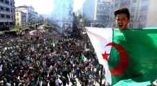 """مظاهرات حاشدة بالجزائر رفضا للرئيس """"المؤقت"""".. والأمن يطلق قنابل غاز"""