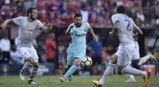 مدافع مانشستر يونايتد: أتحدى ميسي أن يلمس الكرة