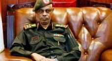عوض بن عوف يعلن تنحيه عن رئاسة المجلس العسكري في السودان