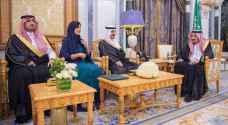 أول سفيرة سعودية تؤدي اليمين أمام الملك سلمان.. صور