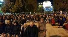 60 ألف مصل أدوا صلاتي العشاء والتراويح بالمسجد الأقصى الخميس - صور