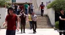 طلبة الثانوية العامة يتقدمون لأول امتحاناتهم للعام الدراسي الحالي.. فيديو