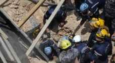 إنقاذ شخص انهارت عليه حفرة على طريق المطار - صور