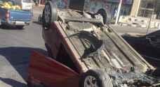 إصابة بانقلاب مركبة في شارع مكة بعمان.. صور