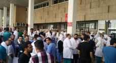 ممرضو مستشفى الجامعة الأردنية يتوقفون عن العمل - صور