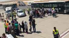رؤيا تنشر مقاطع مصورة لمسافري الطائرة العائدة للمطار إثر تعرضها لخلل فني