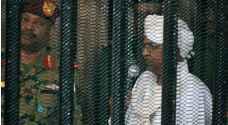 شاهد الصور  الأولى للبشير في قفص الاتهام أمام المحكمة