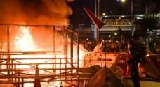 مواجهات عنيفة في محيط برلمان هونغ كونغ خلال تظاهرة محظورة