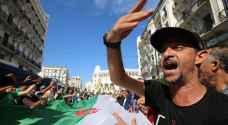 مئات الطلاب الجزائريين يتظاهرون ضد إجراء انتخابات رئاسية
