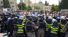 احتجاجات المعلمين.. طلبة خارج المدارس واختناقات مرورية