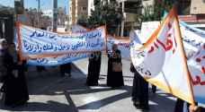 وقفات احتجاجية تطالب بإنهاء إضراب المعلمين - فيديو وصور