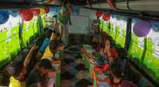خيم وحافلات متنقلة تتحول قاعات تدريس في إدلب السورية