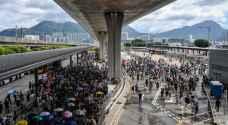 صدامات في هونغ كونغ وفشل المتظاهرين في تعطيل المطار