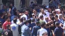 """شاهد لحظة اعتداء معلمين على طاقم """"رؤيا"""" خلال بث وقفة """"النقابات"""" في عمّان.. فيديو"""