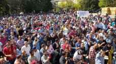 وقفة احتجاجية للمعلمين أمام مجمع النقابات المهنية في عمان.. فيديو