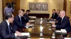 الصفدي يلتقي مساعد وزير الخارجية الأمريكي للشؤون السياسية والعسكرية