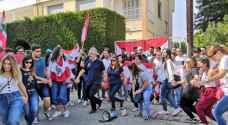 """تظاهرات لبنان تدخل يومها الخامس..ومحتجون يدعون لـ""""يوم الحسم"""".. فيديو"""