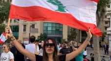 """نادين نجيم وسط المتظاهرين في لبنان: """"كلن يعني كلن"""".. فيديو"""