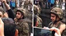 جندي لبناني يثير الجدل على مواقع التواصل الاجتماعي.. وهذا ما قاله الفنانون عنه.. فيديو