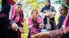 الملكة رانيا العبدالله تزور كفرسوم وتلتقي عدداً من أهالي المنطقة.. فيديو