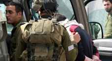 الاحتلال يعتقل 12 فلسطينا بالضفة الغربية
