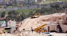 الاحتلال يشق طريقا استيطانية شمالي الخليل