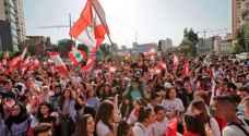 اللبنانيون يواصلون مظاهراتهم.. واحتجاجات أمام منازل سياسيين