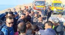 الدفاع المدني: انقاذ 3 سياح ألمان حاصرتهم المياه في زرقاء ماعين بالبحر الميت.. صور وفيديو