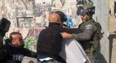 الاحتلال يعتدي على صحفيين فلسطينيين بوحشية وإرهاب .. فيديو وصور