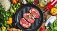 كيف تؤثر طريقة طهي اللحوم على الجسم.. فيديو