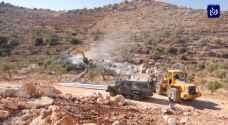 الاحتلال يهدم منزلين لعائلة واحدة في قرية شقبا غرب مدينة رام الله.. فيديو