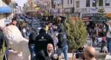 ملثمون يحرقون مجسماً للرئيس الأمريكي وسط رام الله، احتجاجاً على قراراته ضد الفلسطينيين -فيديو