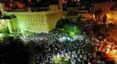أكثر من 15 الف فلسطيني أدوا صلاة الفجر في الحرم الابراهيمي.. صور وفيديو