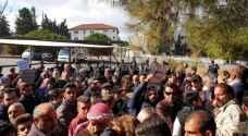 وقفة احتجاجية بالقرب من الدوار الرابع للمطالبة بعدم حبس المدين - صور