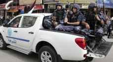 """محتجون يرشقون الشرطة الفلسطينية بالحجارة بسبب حملة على """"المركبات المشطوبة"""""""