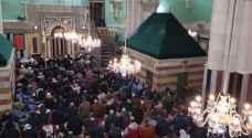 شاهد.. آلاف الفلسطينيين يصلون الفجر بالمسجد الإبراهيمي